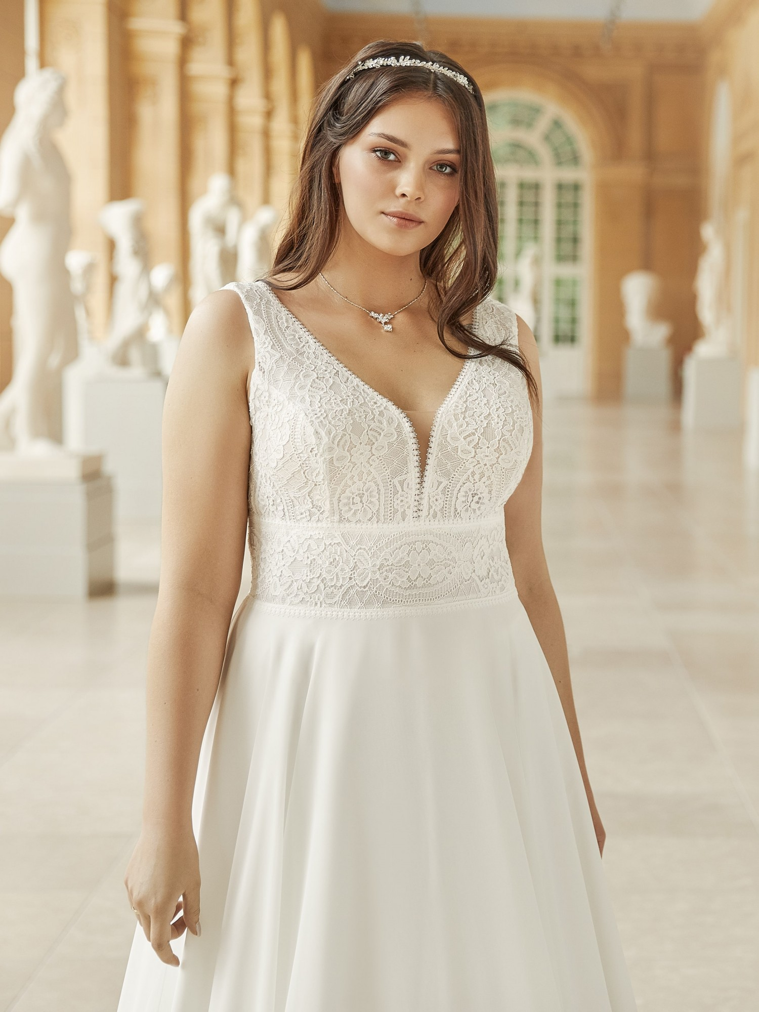 VIVIENNE plus size Bianco Evento bridal dress 1